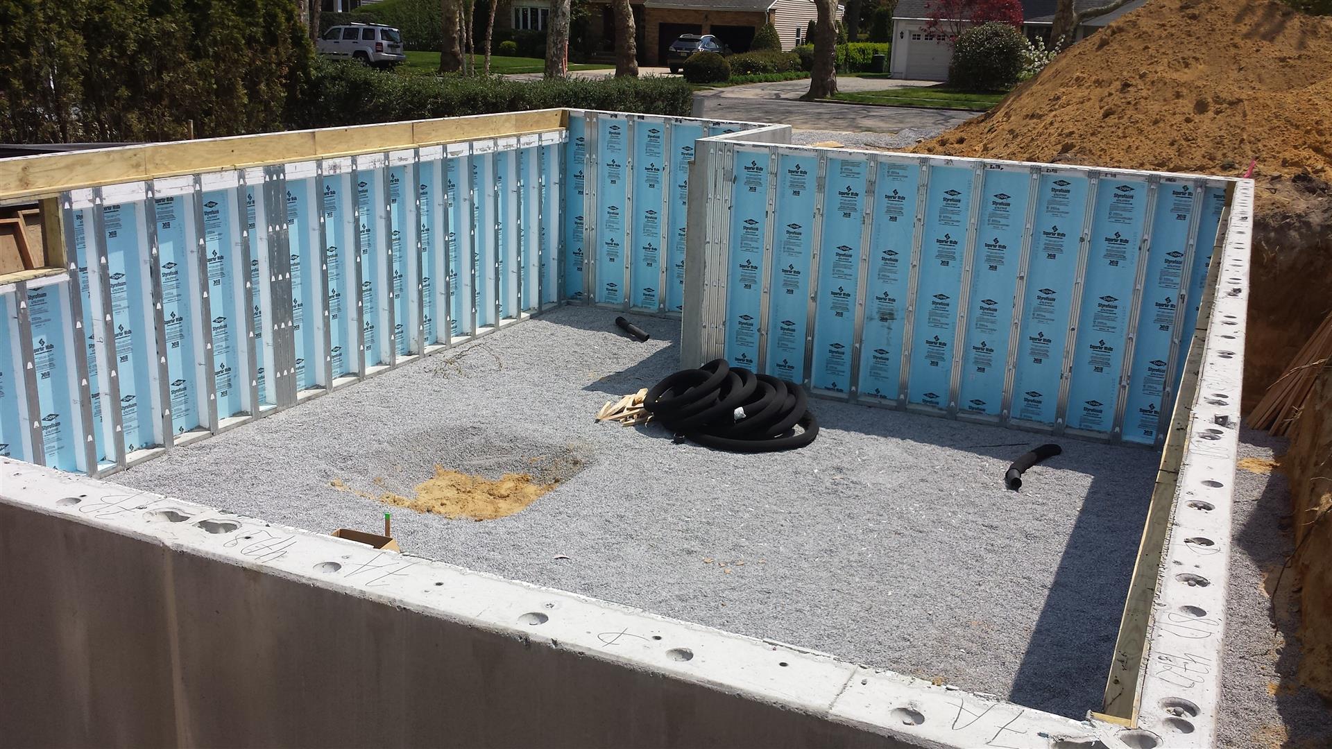 2015-05-04 Interior Superior Wall foundation